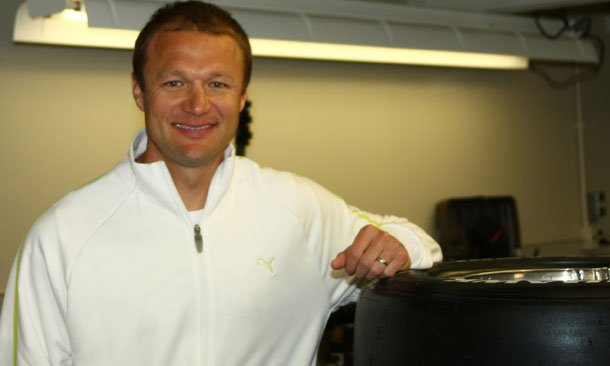 Townsend Bell Signs Indy 500 Ride