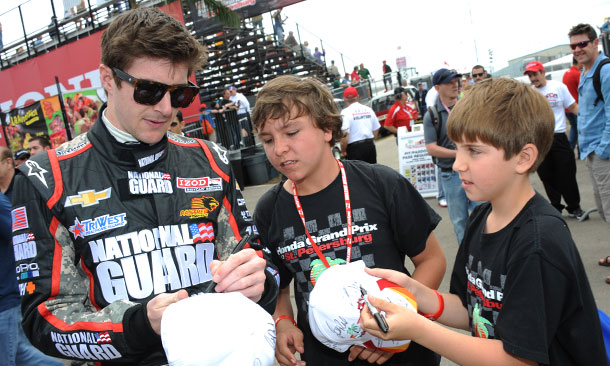 JR Hildebrand signs autographs in St. Pete