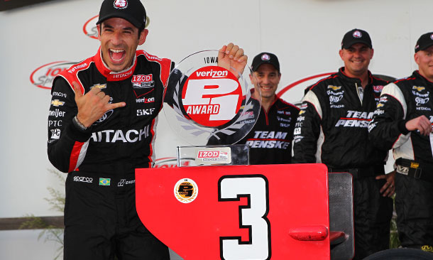 Castroneves claims the Verizon P1 Award for Iowa
