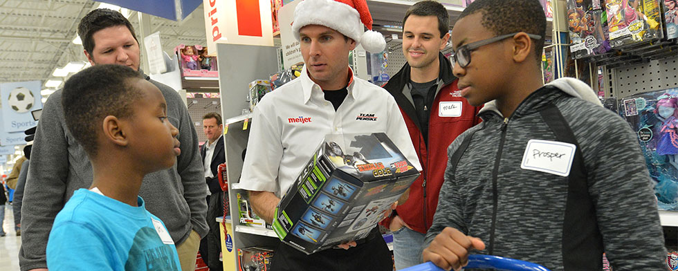 Power, Castroneves spread the holiday cheer
