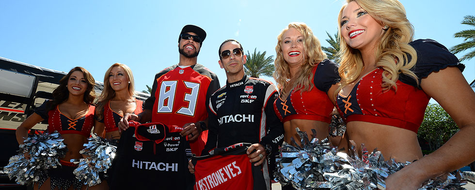 Notes: Castroneves shows All-Pro the ropes