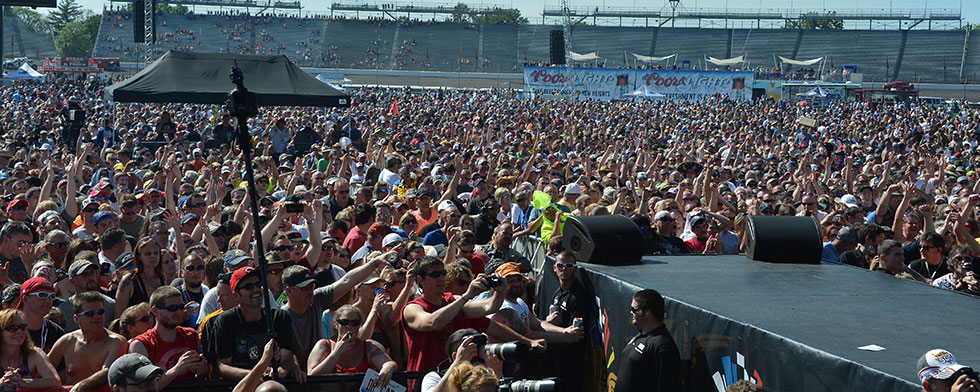 Coors Light Carb Day: Come and join crowd